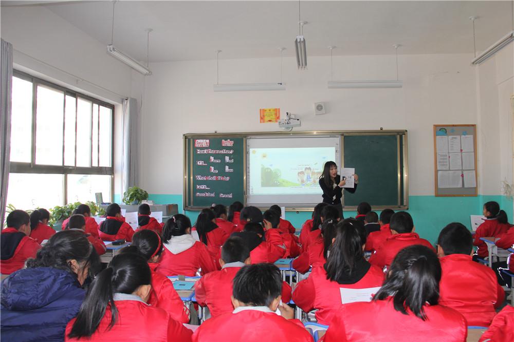 小幼医一行赴宕昌新城区幼儿园和城关九年制学校送课送教