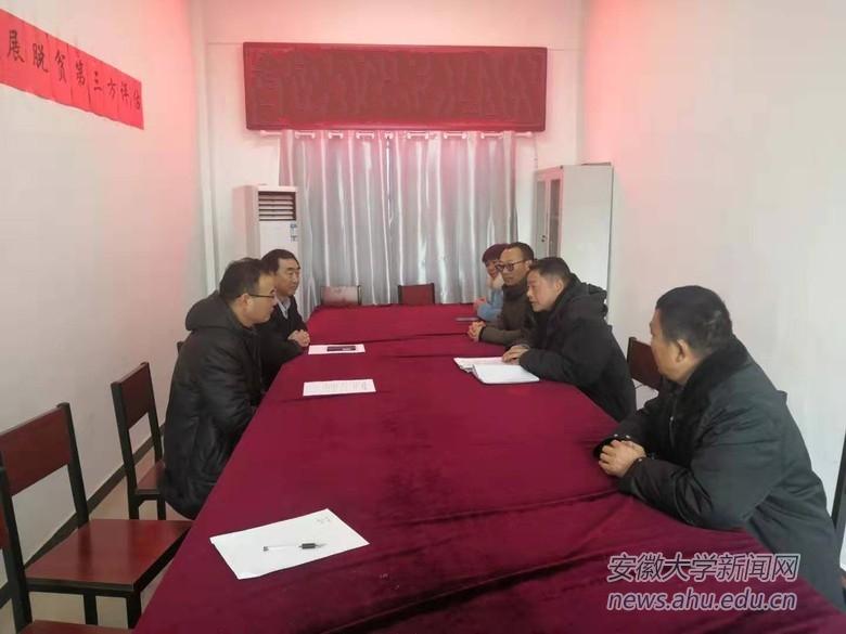 校党委组织部一行到张集村看望驻村干部并慰问贫困户