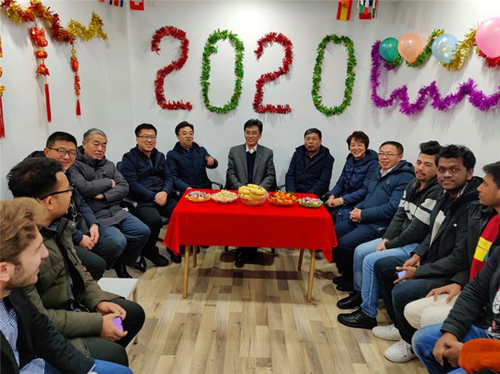 学校开展2020年春节慰问国际学生活动