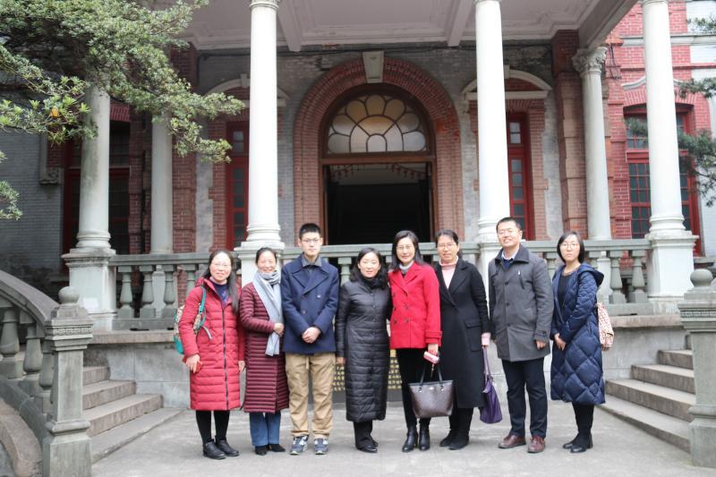 黄峻女士到访交大徐汇校园追寻黄旭华院士的交大故事