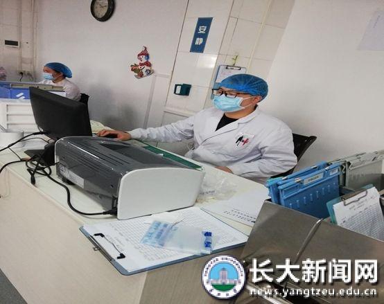 """医学部研究生主动请缨奋战抗""""疫""""一线"""
