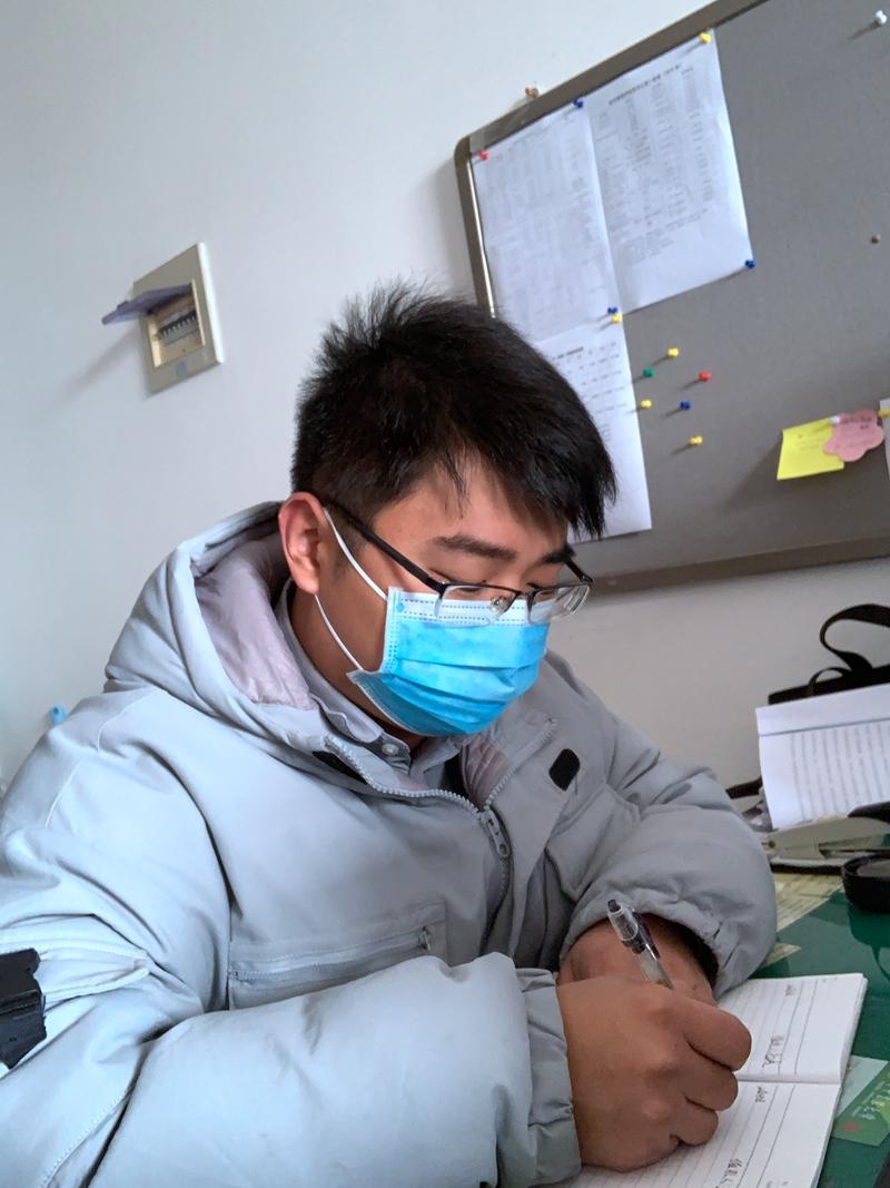 """【战""""疫""""故事】辅导员在防控一线书写""""初心与使命""""的考卷"""