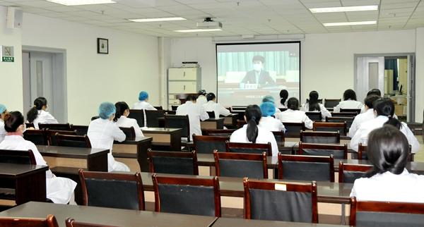 校医院组织职工参加全国新冠毒肺炎医疗救治工作视频培训会