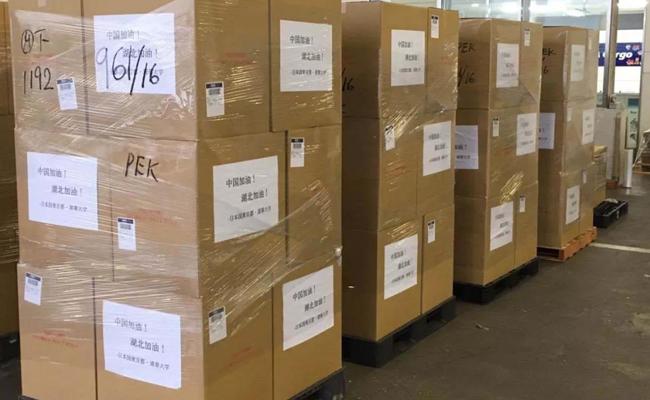 【微观清华】不平凡的2020|东京都政府携手清华紧急捐赠10000套医用个