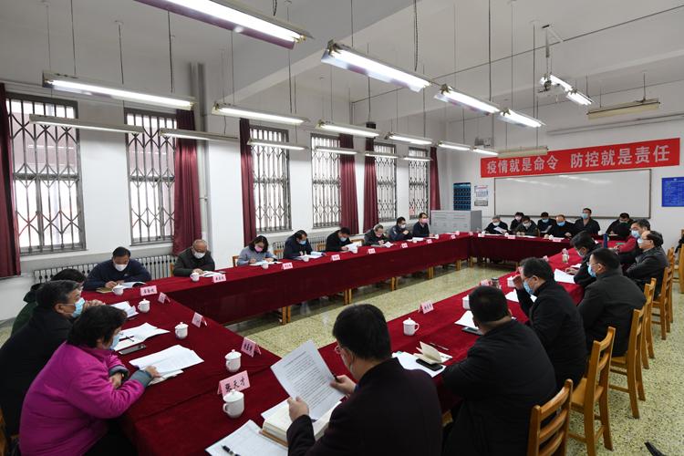 校党委理论学习中心组传达学习全省宣传部长会议精神