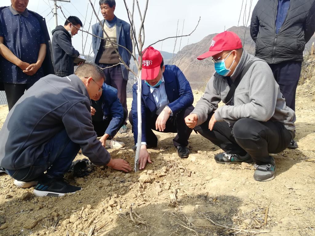 园艺学院专家赴美姑县开展科技扶贫