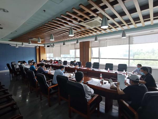 学校召开专门会议研究加强大学生劳动教育工作