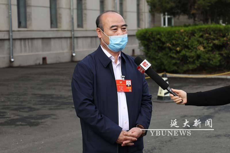 全国政协委员李东浩教授载誉回来