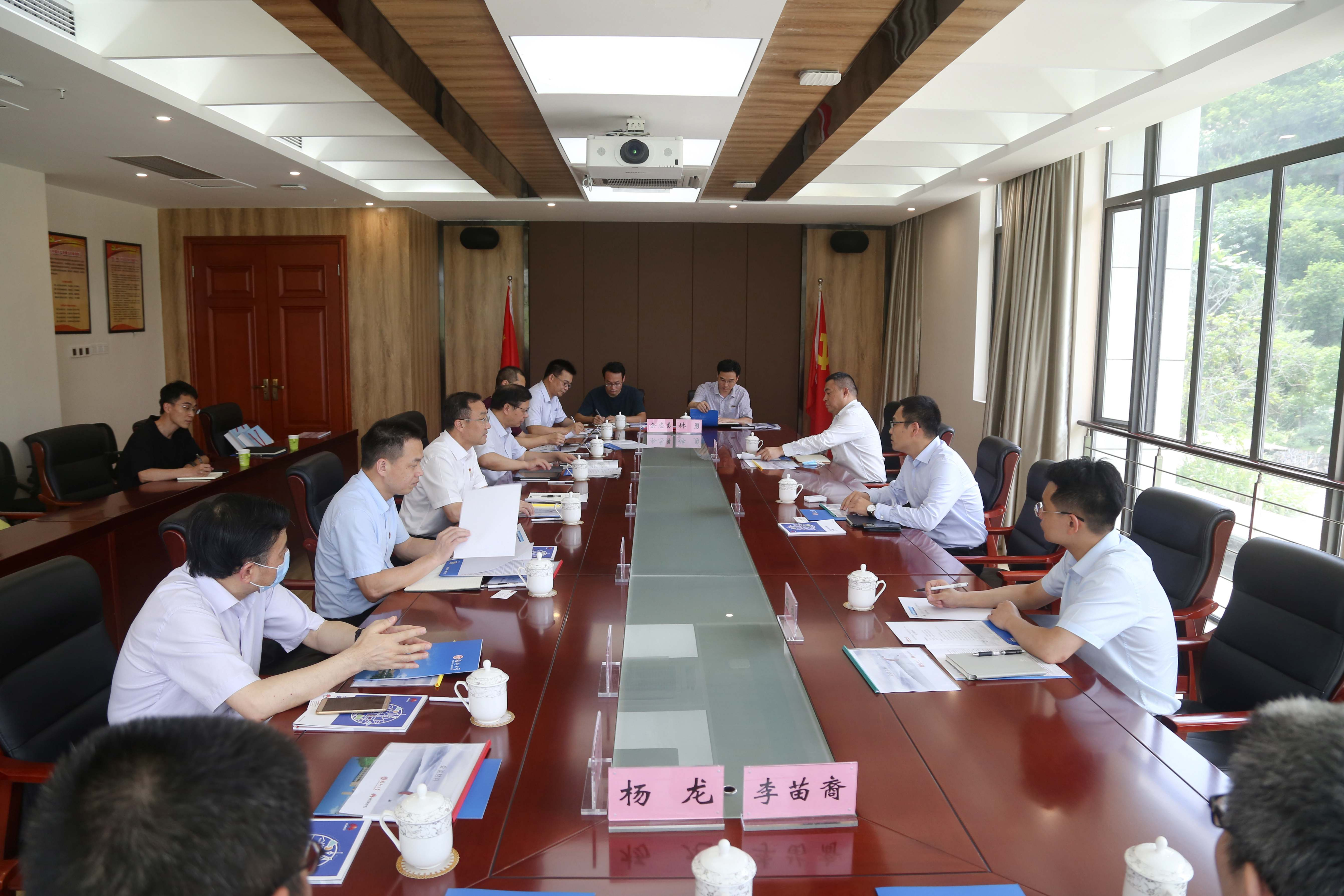 华为福建政企业务部总经理马力一行来福大洽谈合作