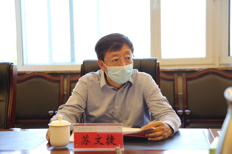 学校党委理论学习中心组(扩大)召开集中学习会议