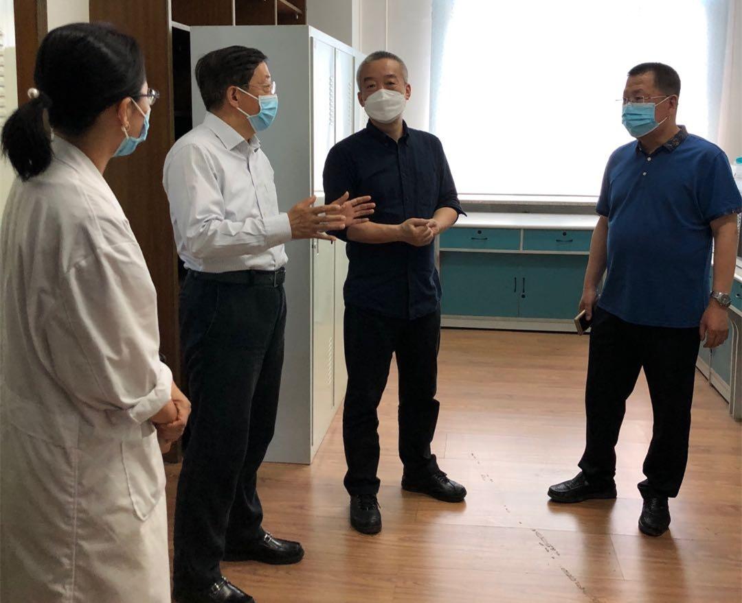 苏文捷到环境学院调研实验室建设