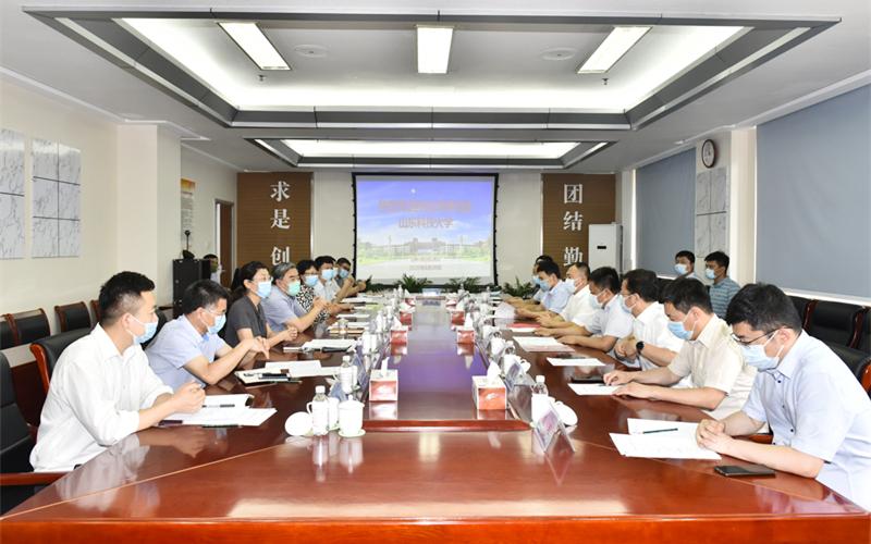 山东科技大学与荣华建设集团签订战略合作协议