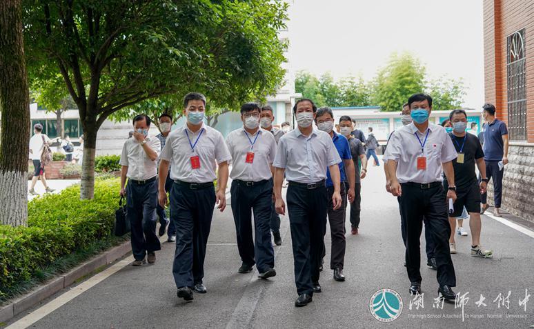 刘起军到附属中学视察高考考点准备工作