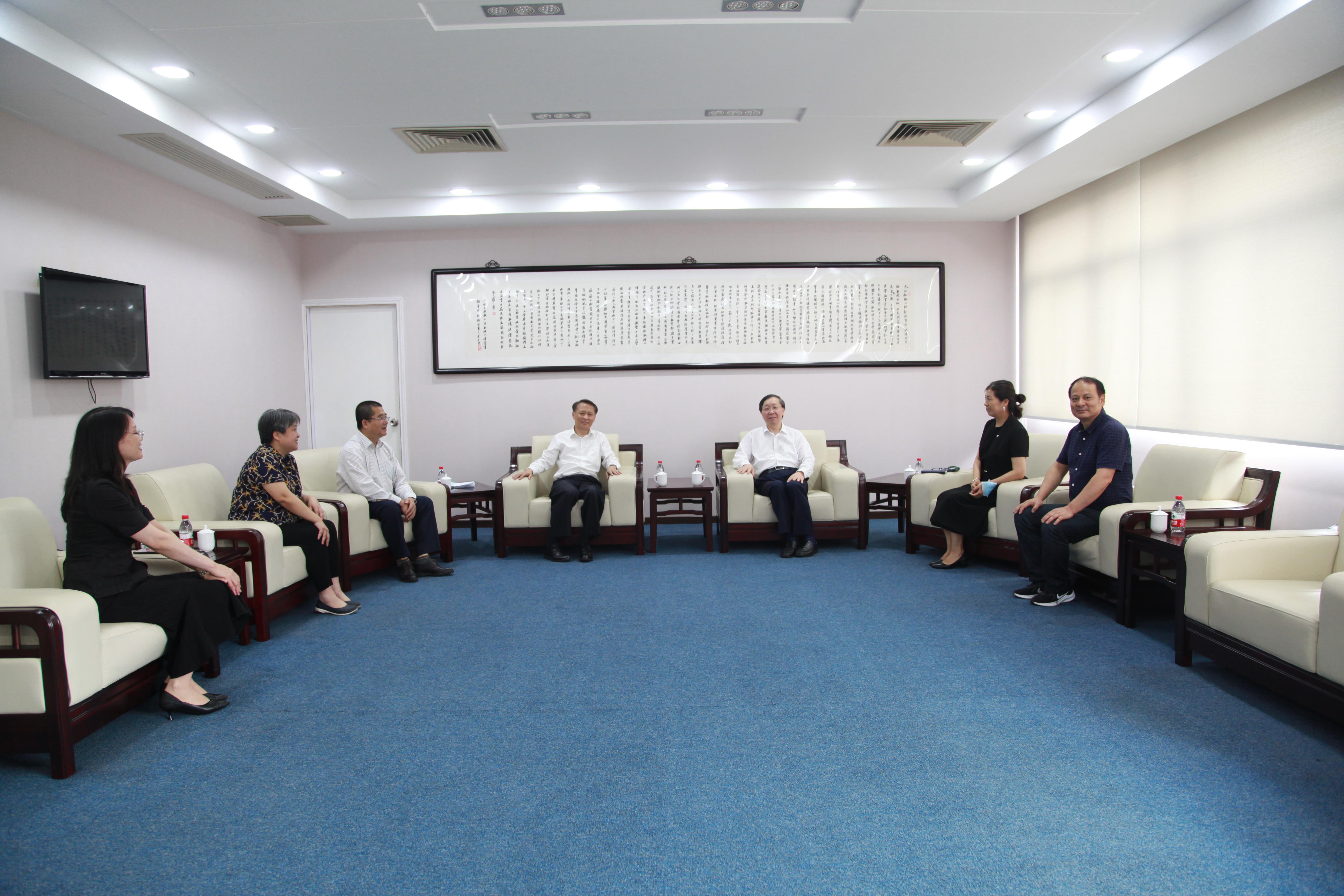 九三学社上海市委主委钱锋一行到我校调研