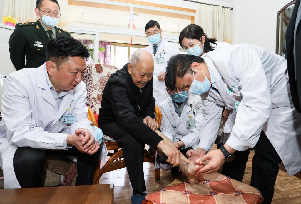 同济医院精心救治荣立两次大功的93岁老战士