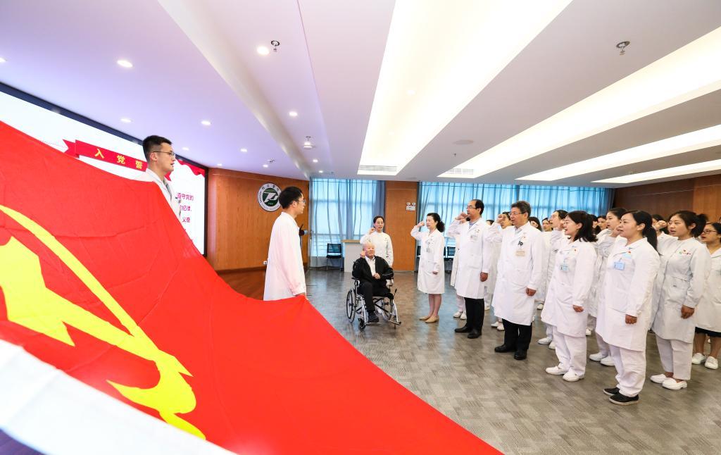 【迎百年学党史】老英雄张富清勉励同济医院青年党员当一辈子好医生