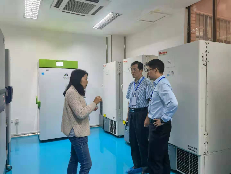 校领导带队检查暑期实验室安全工作