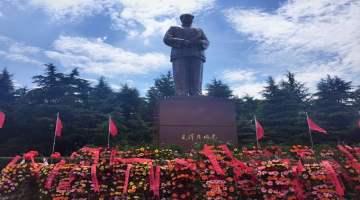 韶山党性教育基地-毛泽东铜像广场