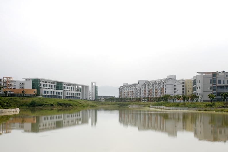 景色宜人的大学城校区