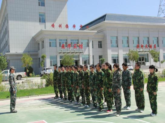 全县中青年干部培训班学员军训