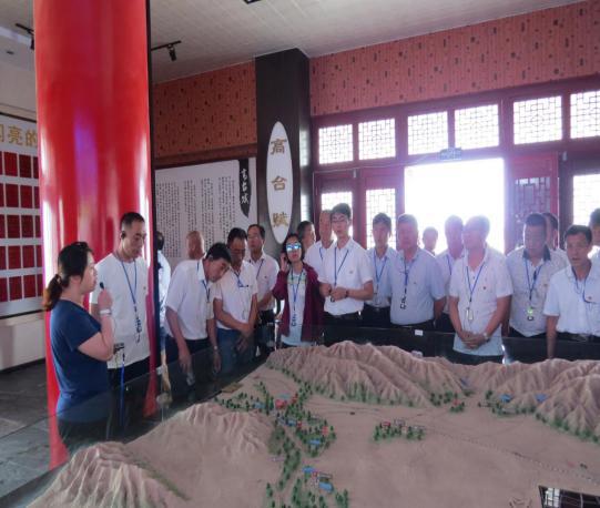 全省革命老区村党组织书记示范培训班学员在大湖湾崇文楼领略传统文化之美