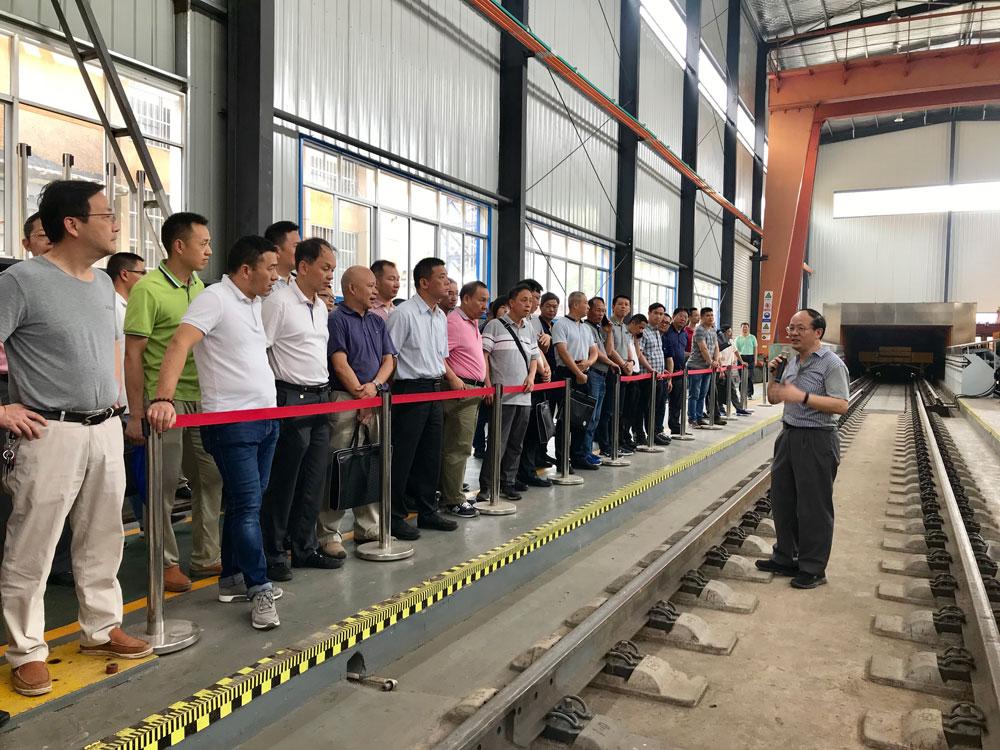 广州局集团公司建设部集团建设系统专业技术继续教育培训班参观高速列车研究中心