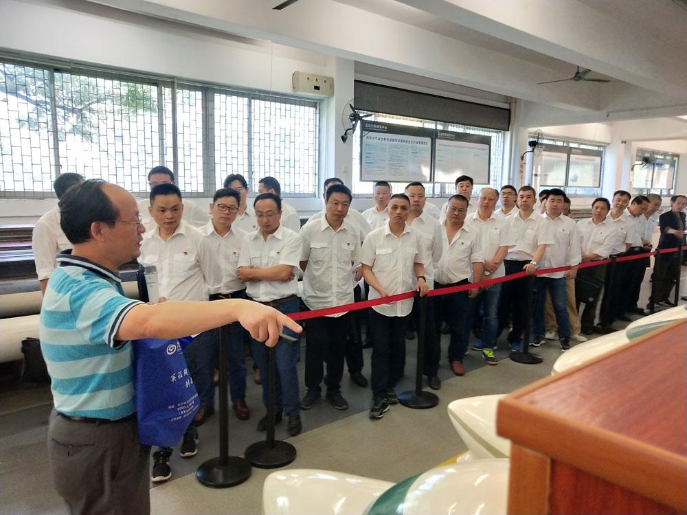 广州局集团公司株洲车辆段2019年中层管理人员第一期培训班参观高速列车研究中心