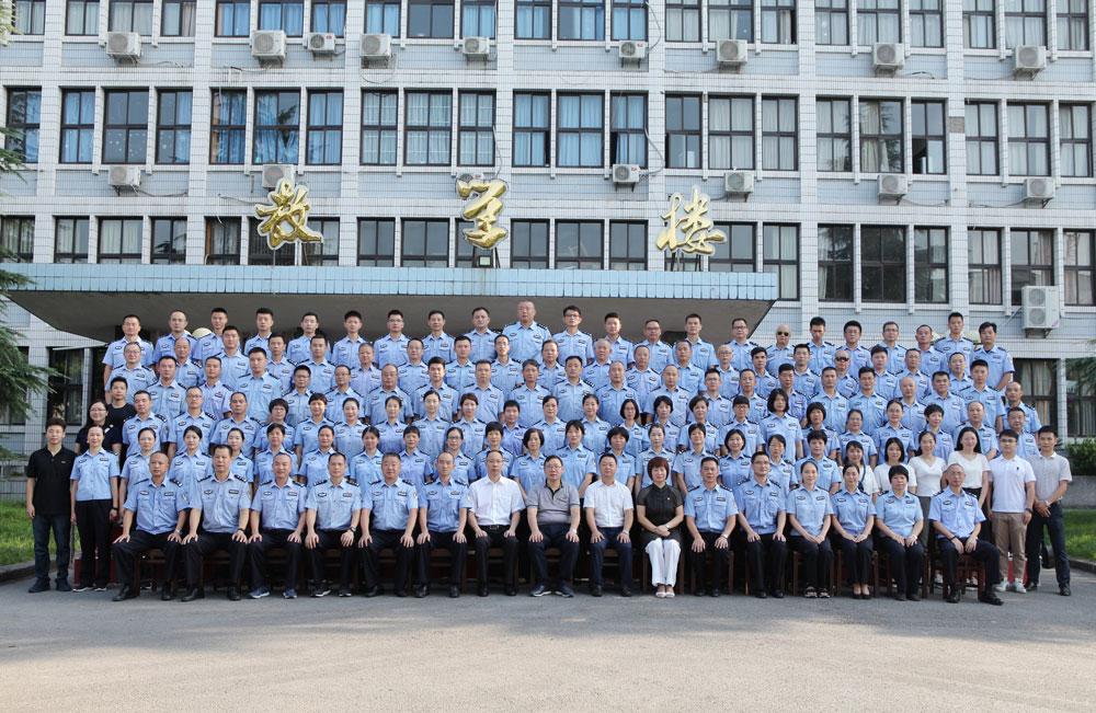 广州市司法局2019年度戒毒警察'不忘初心、牢记使命'主题教育暨综合素能提升培训班合影