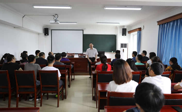 校领导看望我校参加第23届重庆市高校教师岗前培训班学员