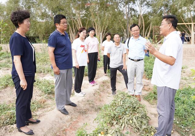 """赵军一行慰问我校""""访惠聚""""工作队"""
