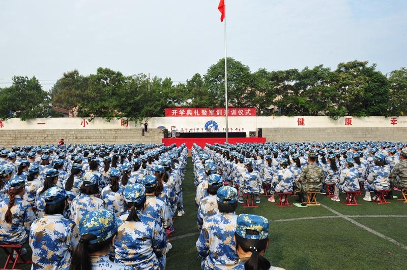 济南校区举行2019级新生开学典礼暨军训开训仪式