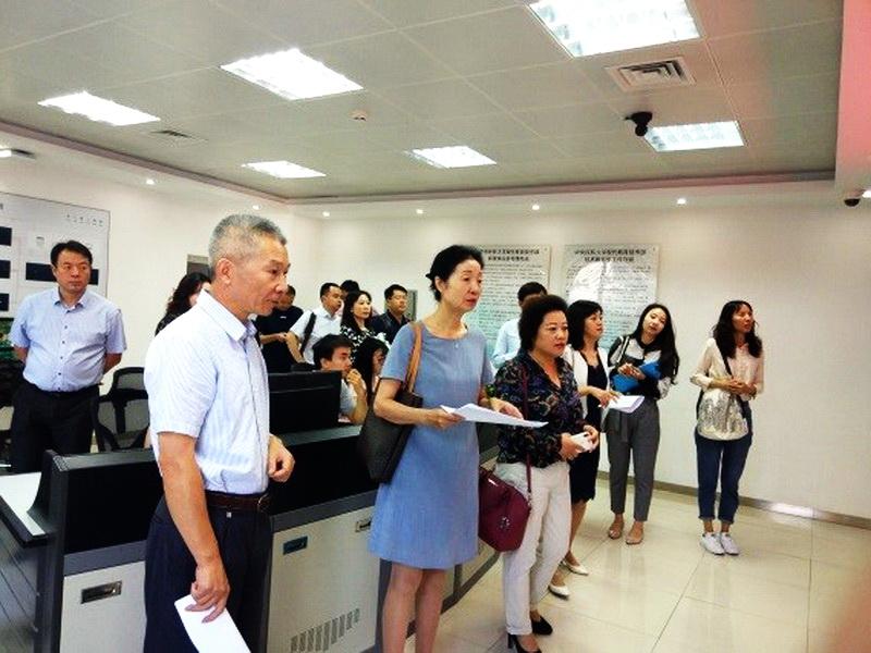 宋敏带队巡视新学期开学第一天教学秩序