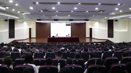 """王奎泉副校长为2019级研究生讲授""""开学第一课"""""""