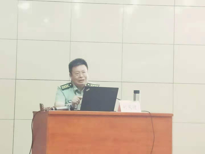 刘凤健教授为我校师生作国防与军队建设报告