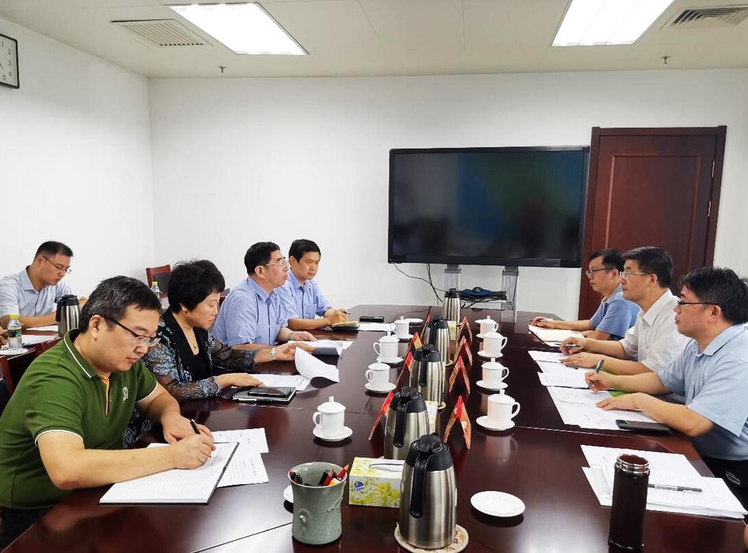 黄泰岩一行拜会海南省王路副省长和教育厅、陵水县委主要负责人