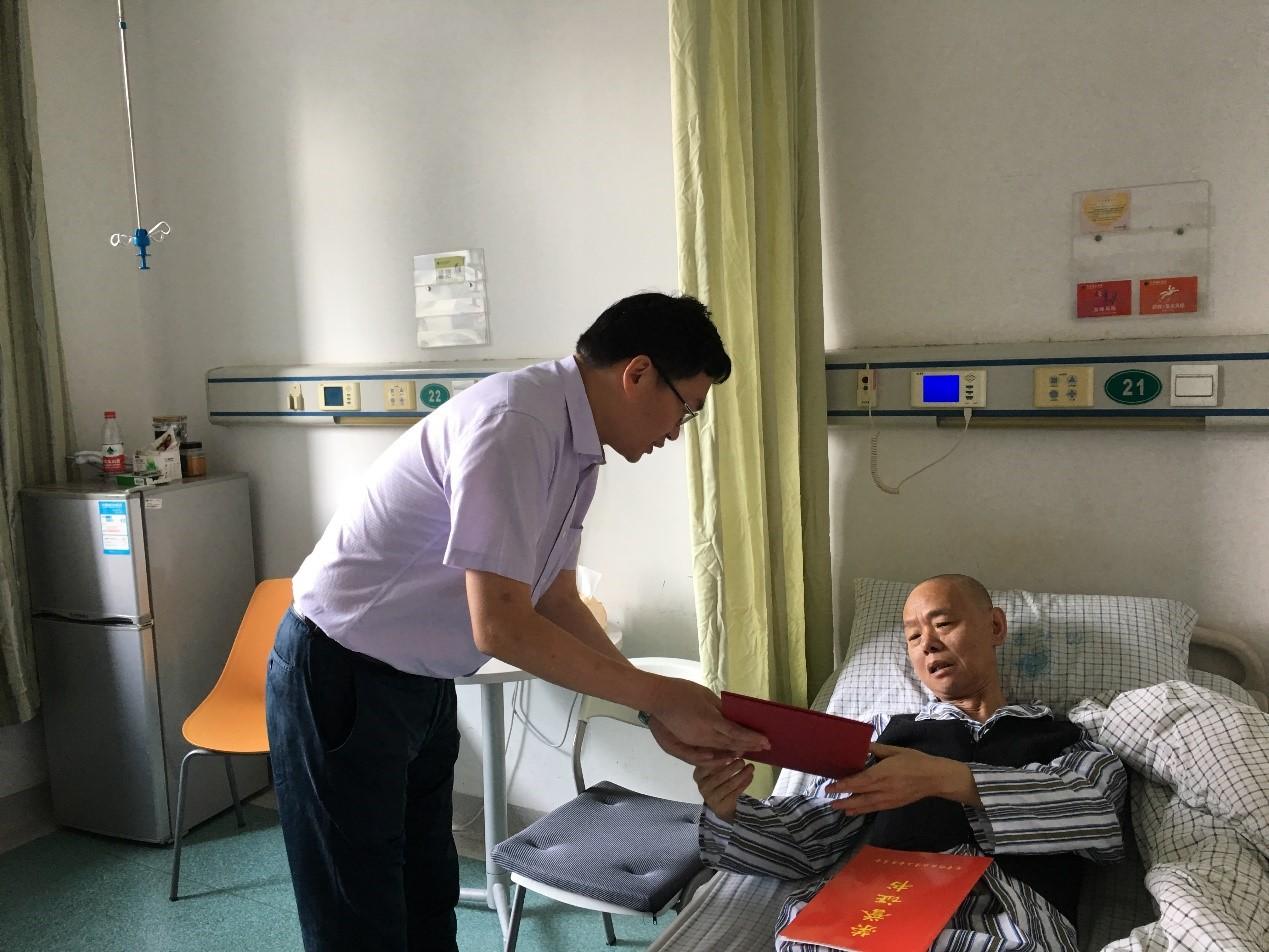 校领导教师节慰问先进典型杨汉文老师