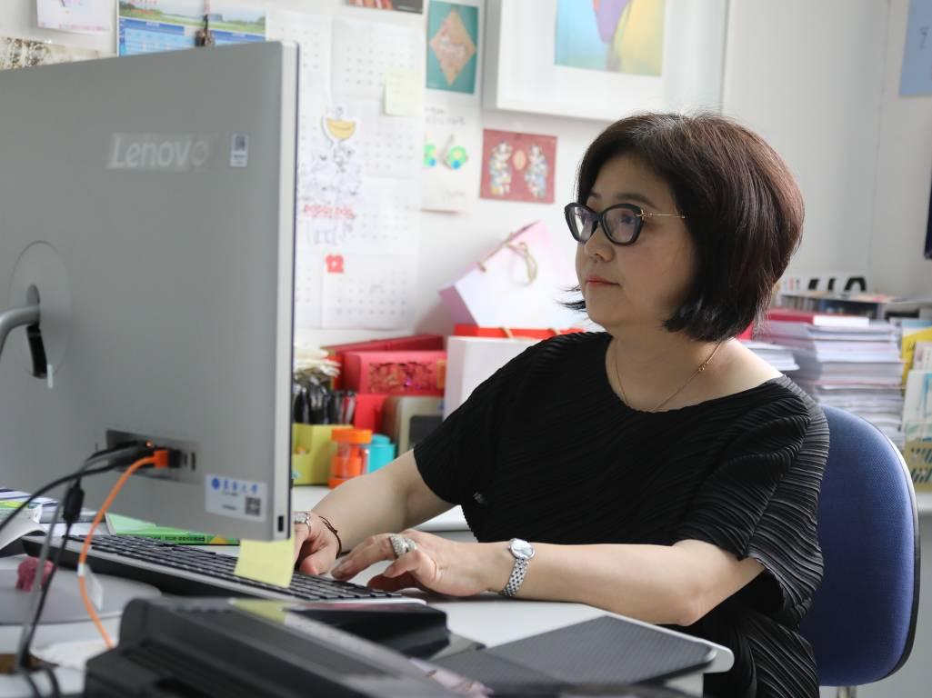 筑梦人丨与中国服装教育共成长 ——记服装与艺术设计学院教授王朝晖
