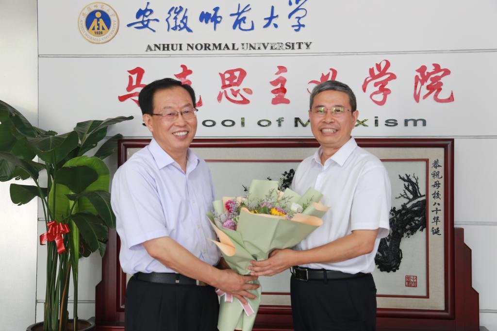 胡朝荣、张庆亮看望慰问优秀教师代表