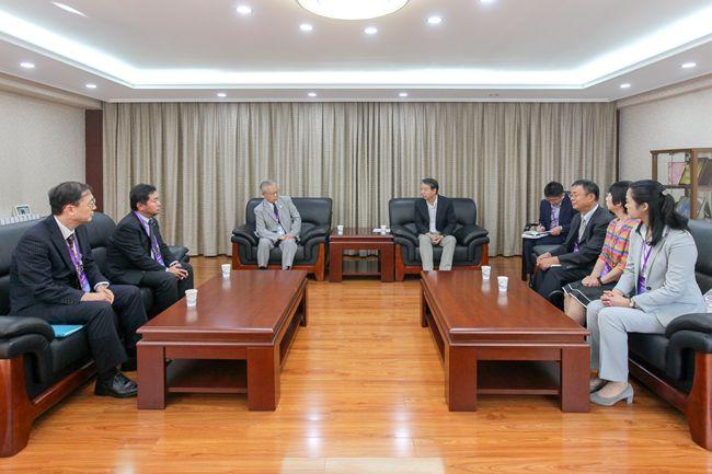 校领导会见日本科技厅和东芝公司客人