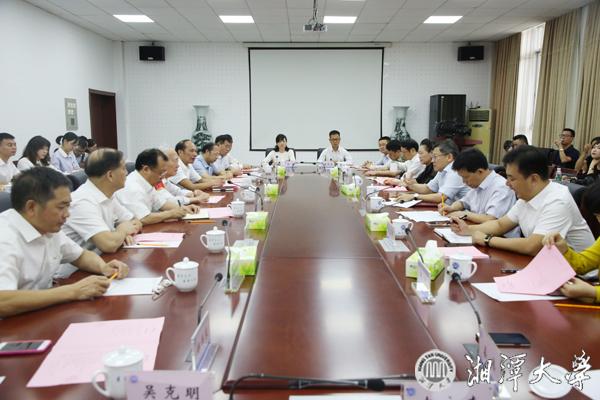 向身边的道德模范学习 市委书记曹炯芳来校看望慰问沧南教授
