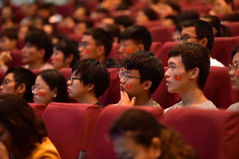 我校师生收听收看庆祝中华人民共和国成立70周年大会