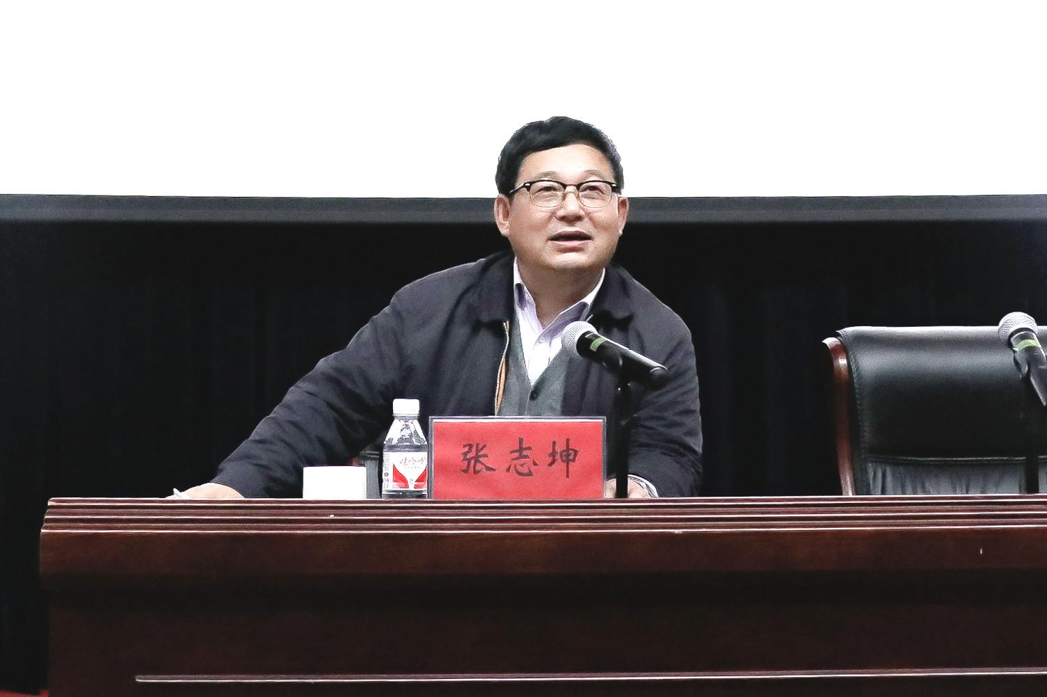 党委书记张志坤为师生上形势与政策课