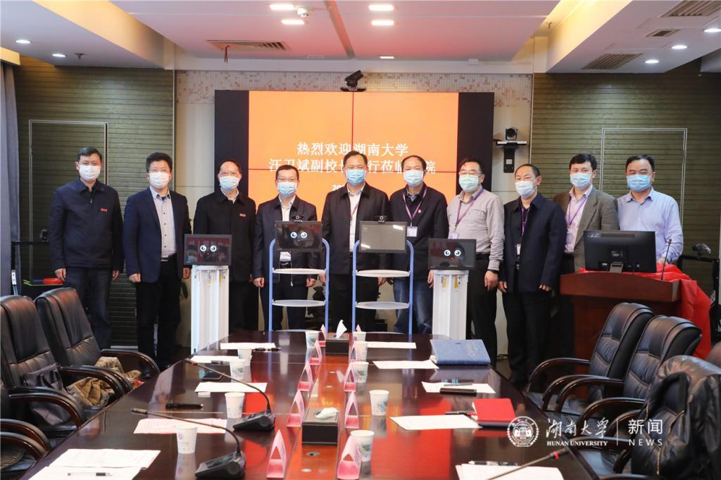 """湖大""""智造""""防疫机器人在湖南省人民医院正式""""上岗"""""""