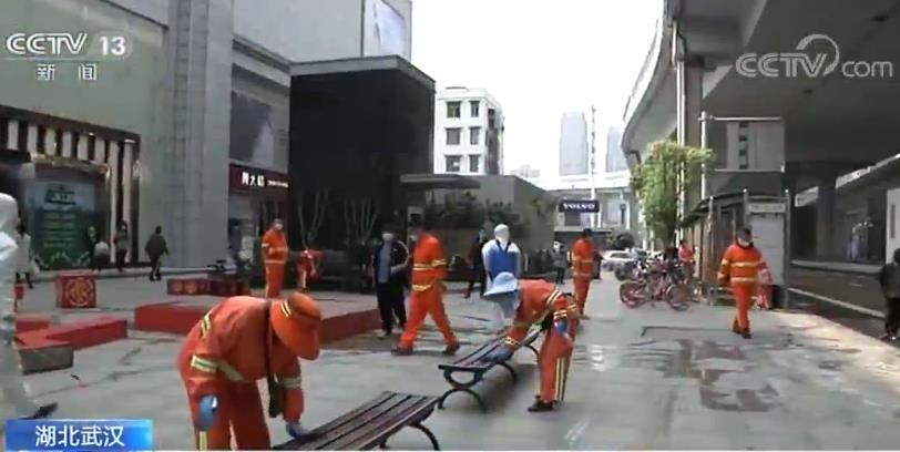 武汉2万多名环卫人员开展全市大扫除 对公共设施全方位细致消杀