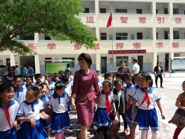 全国人大代表买世蕊:孩子们的学习教育一直牵动着我的心