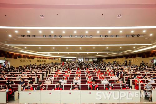 西南政法大学2020届学生毕业典礼暨授位仪式在校举行