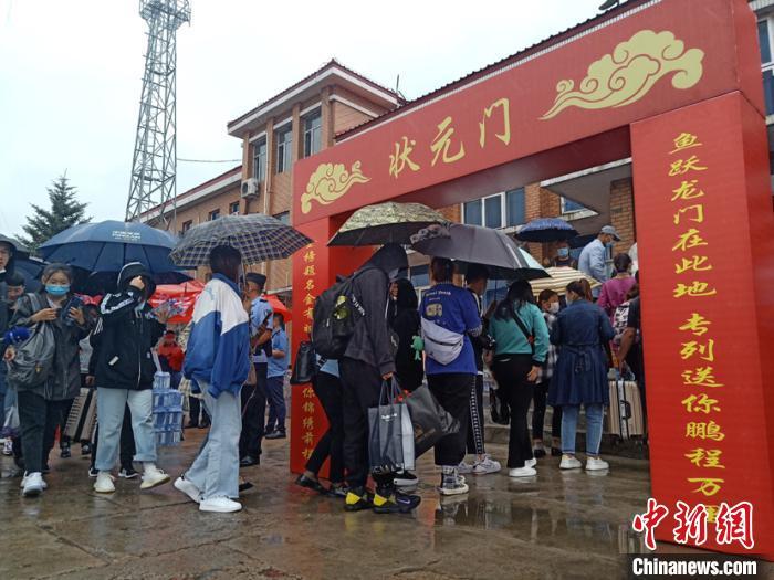 中国唯一高考专列运行18年 万名学子逐梦启航