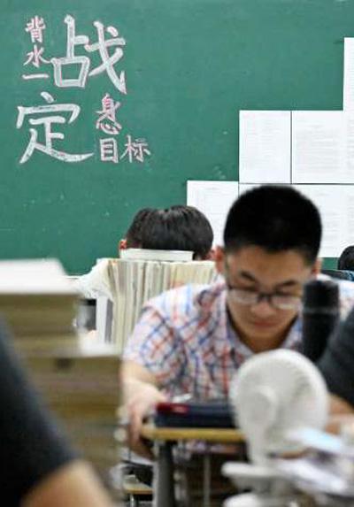 聚焦特殊高考季 全国各地展开一场守护高考的接力