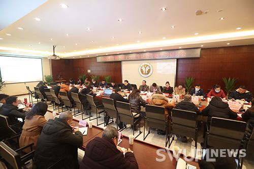 学校领导班子2020年民主生活会专题学习研讨会在校举行