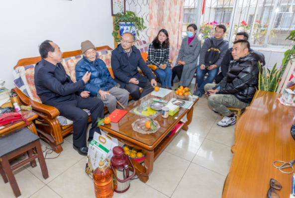 云南省教育卫生科研工会领导看望慰问学校全国劳模